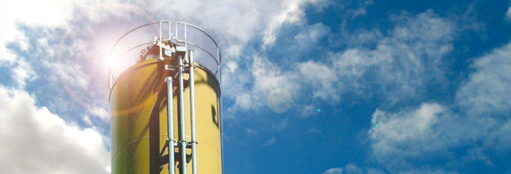 Zwölf Meter hoher Turm verleiht Kläranlage ein neues Gesicht